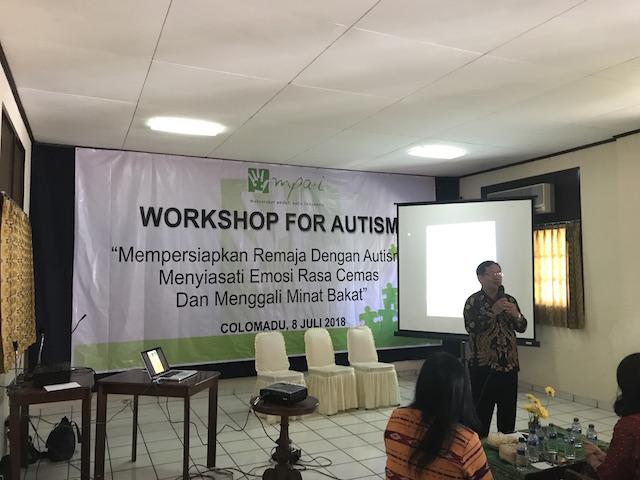 Pelatihan Mempersiapkan Remaja dengan Autisme Menyiasati Emosi, Rasa Cemas dan Menggali Minat Bakat